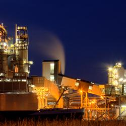 Chemiepark Delfzijl bij nacht