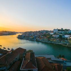 Avondzon boven Porto