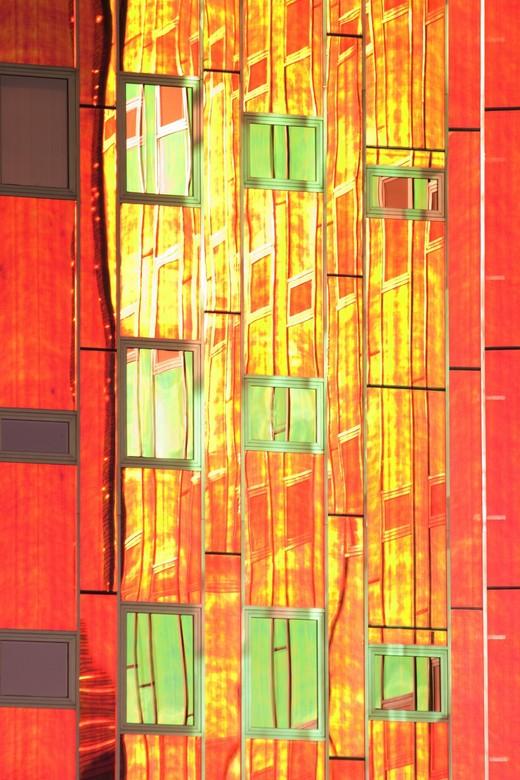 L' Arc en Ciel - Dis is een detail van het gebouw L'arc en ciel te deventer. Het karakteristieke van dit gebouw is dat het meekleurt met het dag/