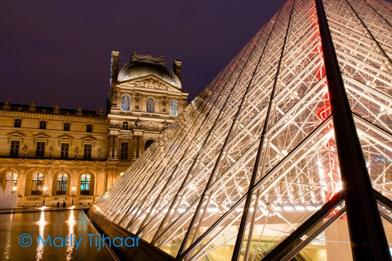 Louvre close-up - Louvre by night