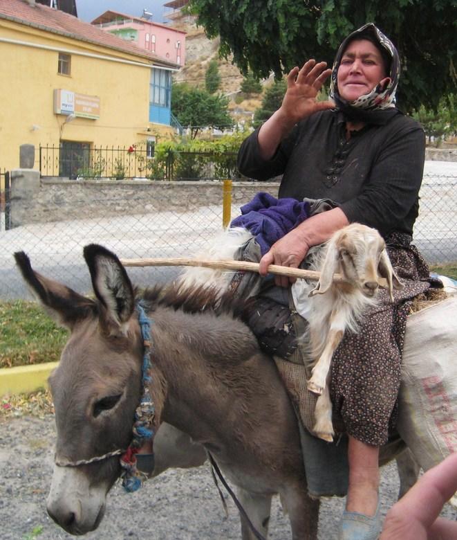 Vooruit met de geit... - Toch nog een hand over om te groeten (Cappadocië, Turkije)
