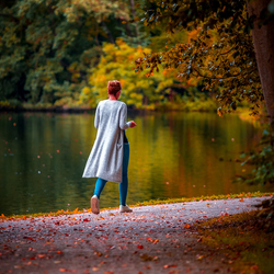 Dame in het park