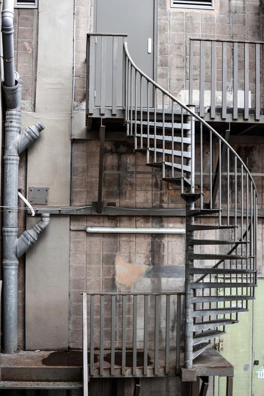 Industrie - Een mooi lijnen spel van een oud stukje in Rotterdam