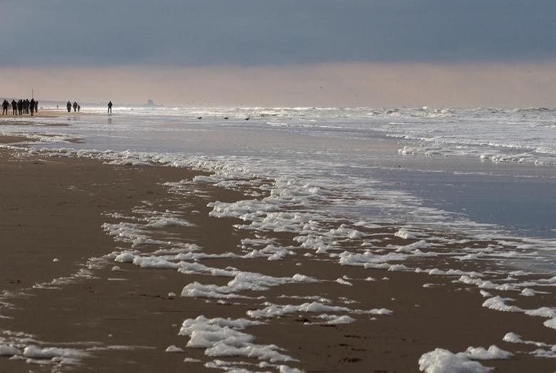 Passie... - Krijg ik hier van...<br /> Het mooie spelende tegenlicht geeft zowat sneeuw ...<br /> Heerlijk even aan de kust , Zandvoort.