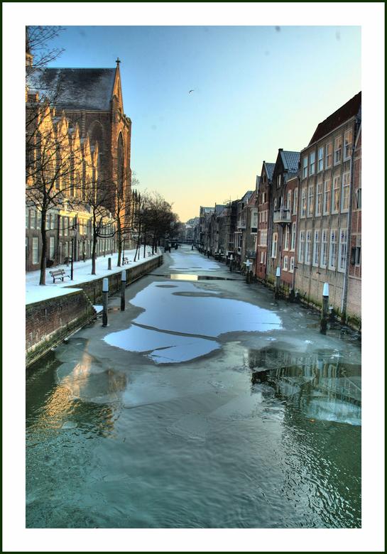 Voorstraathaven  Dordrecht - Plaatje van de bevroren Voorstraathaven bij de Grote Kerk in Dordrecht, gemaakt op 7 januari 2009.