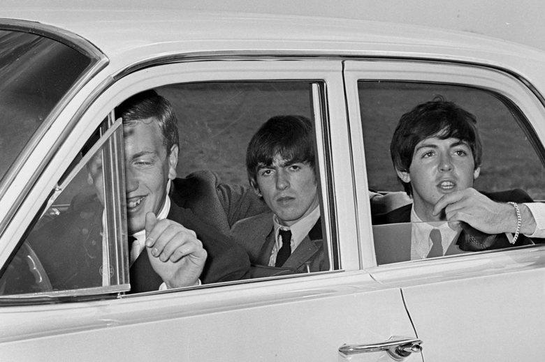 Beatles - Juni 1964 The Beatles in de veilinghallen van Blokker. Popgeschiedenis.<br /> Copyright; Stichting foto Bedijs