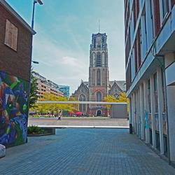 Doorkijkje naar de Laurenskerk in Rotterdam