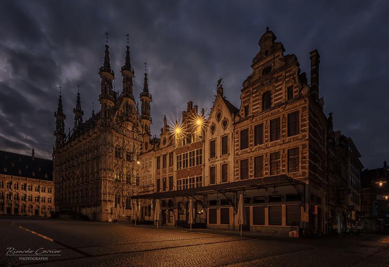 Leuven  - Na al eens eerder in Leuven te zijn geweest zonder camera, afgelopen weekend terug gegaan met camera. Deze foto in alle vroegte gemaakt voor