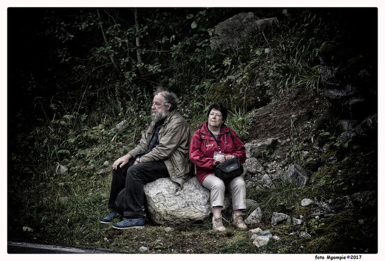"""Life on a Rock - Stukje straatfotografie in de natuur in Noorwegen. Ze zaten op de bus te wachten......<br /> <br /> Voor de reacties op <a href=""""ht"""