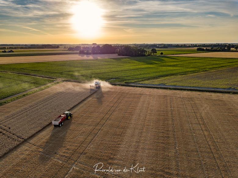Nederlandse boeren - De Nederlandse boeren hebben het zwaar.. veel gewassen veel te vroeg klaar of verbrand door de lange warmte die we op dit moment