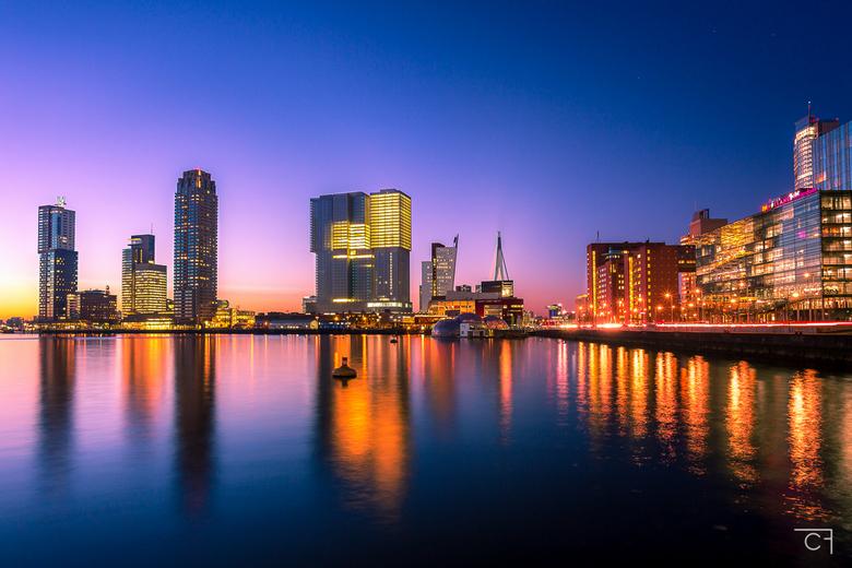 Wat is Rotterdam toch mooi... - Rotterdam schittert pas echt als de lampjes branden en het zonnetje zijn kleuren laat zien...<br /> <br /> Een aanta