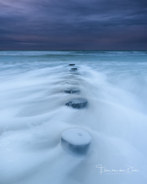 Dark Days - Vanmorgen was ik tijdens zonsopkomst op het strand met de fotoclub. Het was geen groot spektakel, maar subtiele kleuren in een bewolkte lu