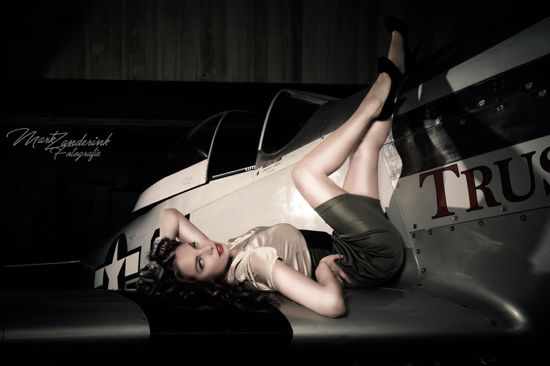 pin up on a plane - pinup there wings.<br /> <br /> Model: laura<br /> visa: melanie<br />