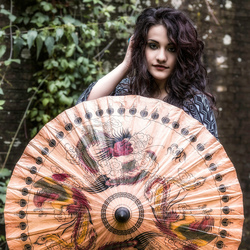 Frederica met parasol