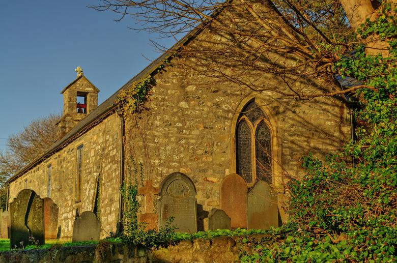 Old Welsh church and graveyard._01 - Noord Wales het land wat tijd vergeten is.Alles is er nog oud en het zag er 100 jaar geleden precies hetzelfde ui
