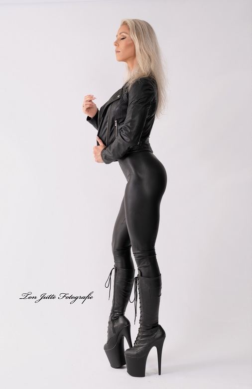 In black leather - Model Ruth.