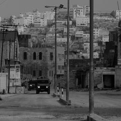 Leger van isreal midden in de ghost town of hebron