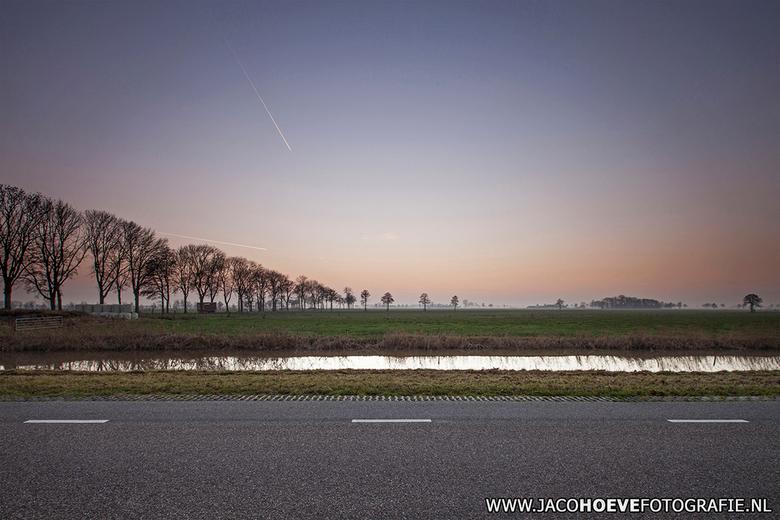10 december 2013 - Rustig op de Conradsweg in Rouveen (overijssel)
