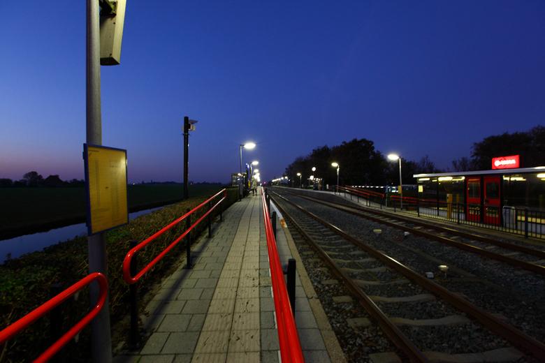 Station mantgum - Station Mantgum bij avond