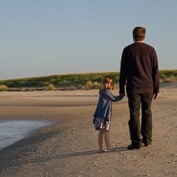 Met papa over het Texelse strand.