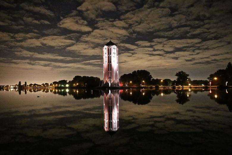 watertoren: parel van Aalsmeer! - ieder dorp heeft wel z&#039;n trots <br /> zo ook Aalsmeer op deze foto is de trots van <br /> aalsmeer mooi te zi
