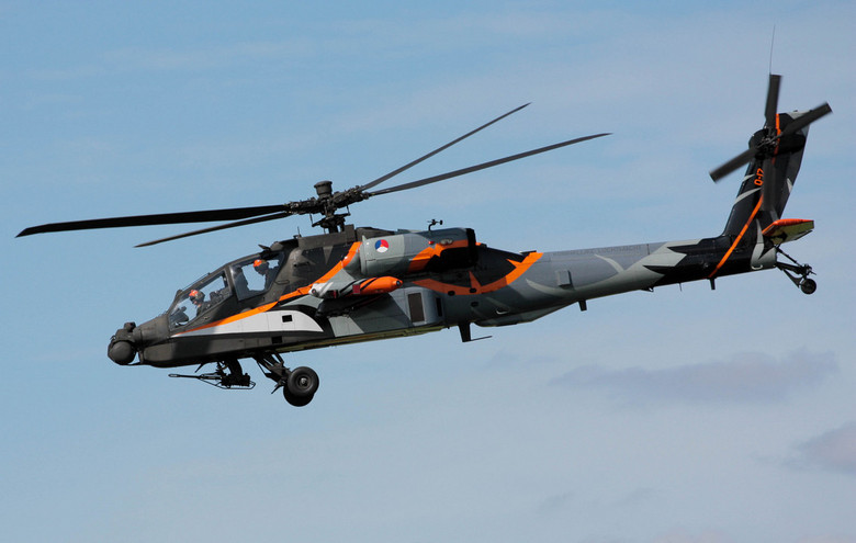 Apache (Luchtmachtdagen 2011) - Luchtmachtdagen 2011<br /> De toekomst hangt in de lucht<br /> 16 en 17 september op Vliegbasis Leeuwarden<br /> <b