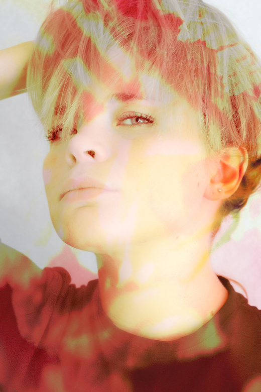 Blond en Bloesem - Dubbele belichting, foto van dame en een foto van bloesem, 45% met intens licht