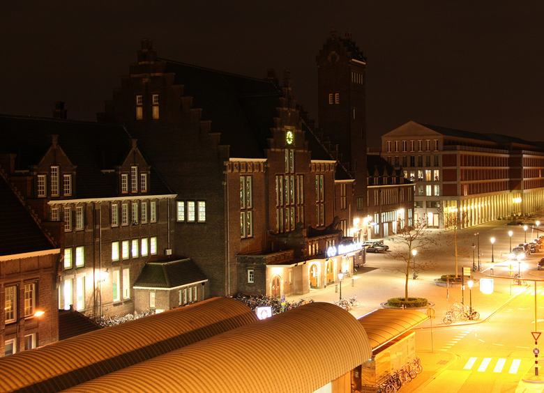 Oud- en nieuwbouw in Maastricht (2) - Dit is nog een opname van het station van Maastricht en de contrasterende nieuwbouw eromheen, die ik afgelopen w