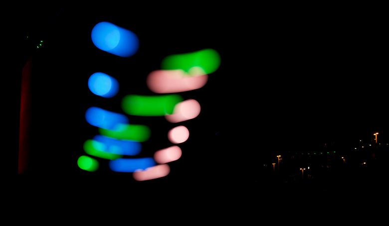 Glow 2013 4b  - Hierbij dus de beloofde andere versie van de gekleurde ballen, met een wat langere sluitertijd komt er beweging in en verdwijnt uitera