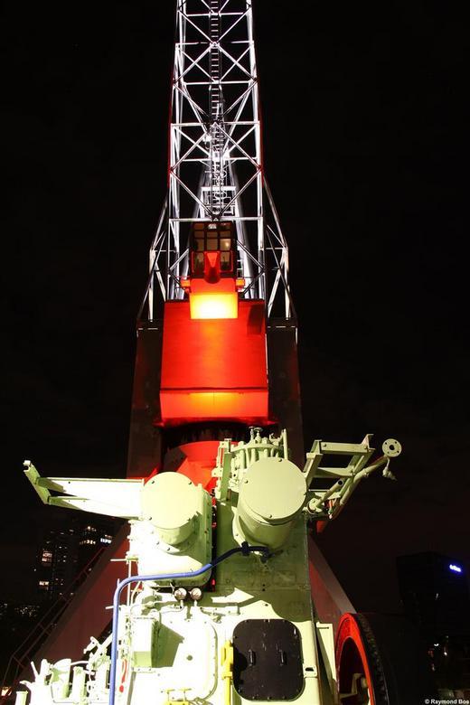 Kraan bij Leuvehaven II - Hier wederom een prachtig verlichte kraan bij de Leuvehaven R'Dam.....