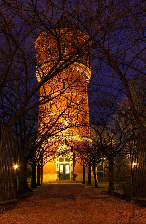 Watertoren Breda - Speciaal samen met ergodus vroeg in de avond richting kasteel bouvigne gereden, deed de verlichting het niet.<br /> Gelukkig wist