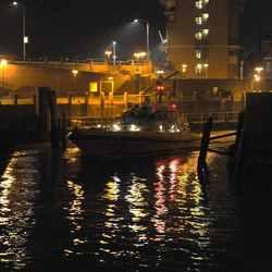 nachtfoto vertrek loodsboot uit Koopmanshaven Vlissingen