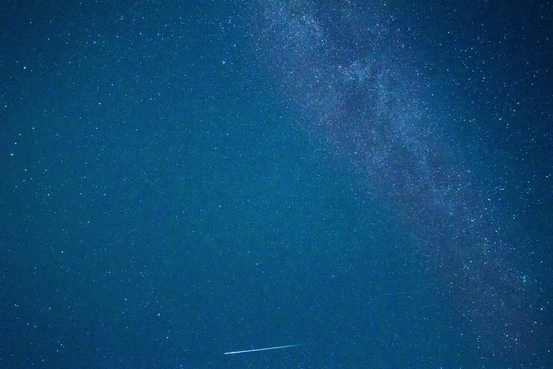perseïden meteoriet - Afgelopen zomer op sardinië een aantal avonden op het strand gezeten en van de sterren genoten, zelfs met een 10mm lens mis je e