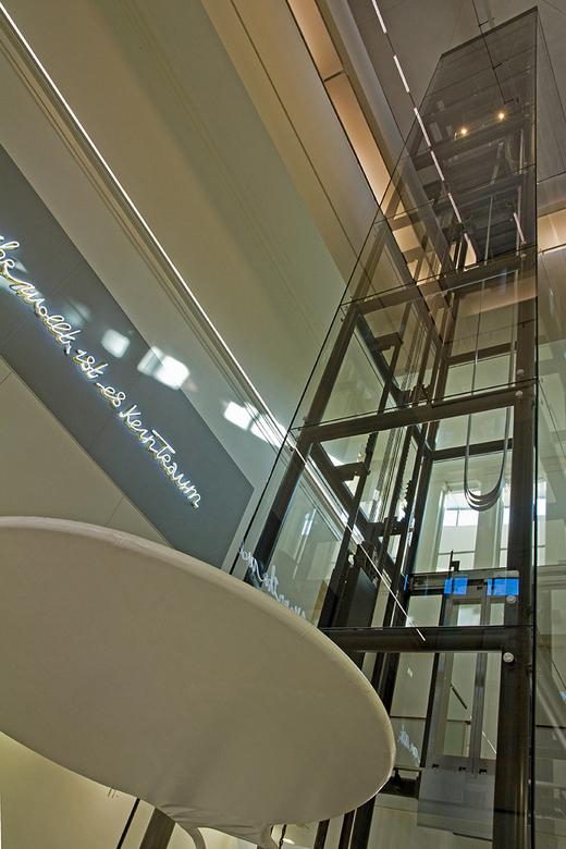 De Fundatie 8 - De lift in de hal.
