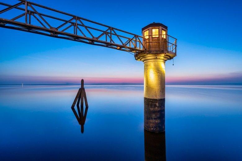 Oostmahorn - Een heel vroeg blauw uurtje.