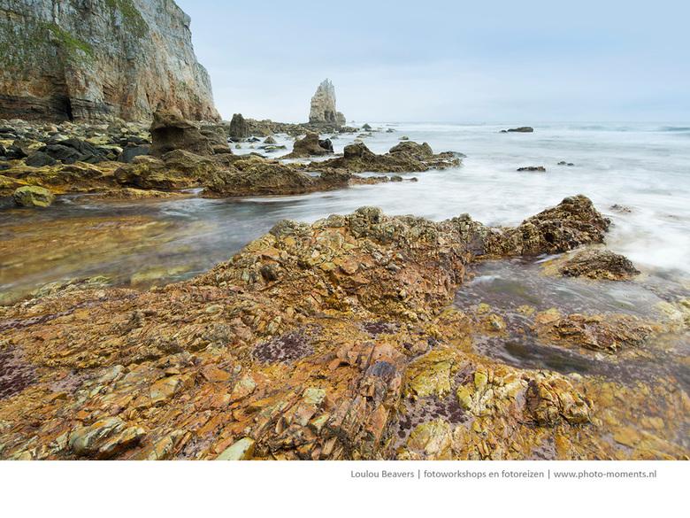 Asturie - De kust van Asturië is werkelijk prachtig, kleurrijk en ruig. En niet toeristisch, ook dat is wel eens aangenaam. De stranden zijn zelfs las