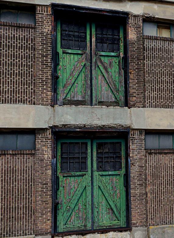 Oude pakhuizen Java en Borneo  - ROTTERDAM -  Kop van de Haven.<br /> Oude deuren hebben altijd wel een bepaalde uitstraling