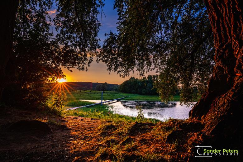 Zonsondergang Blauwe Kamer  - Zonsondergang in de Blauwe Kamer bij Rhenen gisteravond. Net op tijd voordat de zon achter de Grebbeberg verdween verdwe