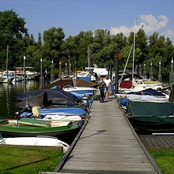 PLEZIERJACHTEN IN DE HAVEN