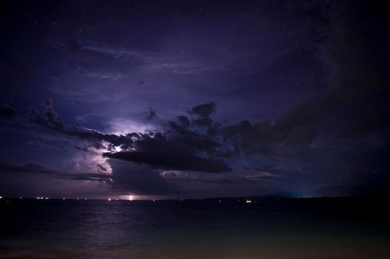 Storm tegen sterrenhemel - Prachtige storm die over Lombok heen trekt, Gili Air Indonesie, oktober 2010