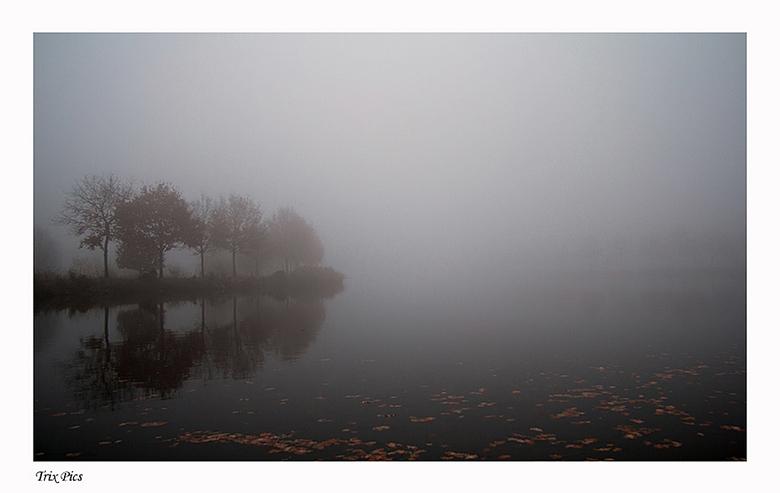 Brabant in de mist. - Nog eentje van dezelfde ochtend maar nu de andere kant van het kanaal.<br /> Bedankt voor jullie reacties op mijn vorige foto.<