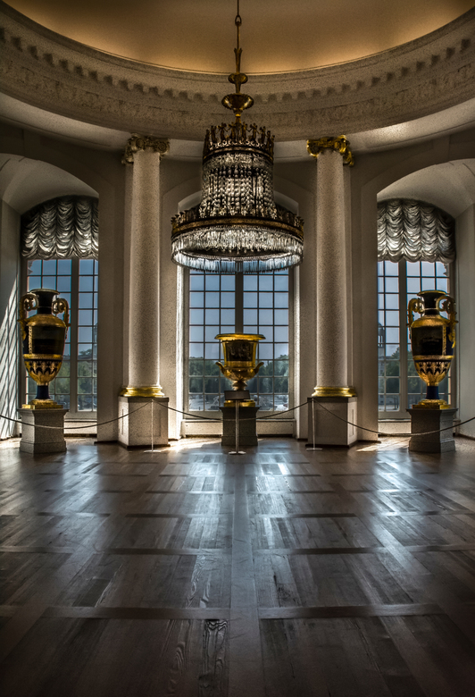 slot Charlottenburg in Berlijn  - een zaal in slot charlottenburg waar erg mooie vazen stonden , het hele tafereel vond ik wel een mooi plaatje waard