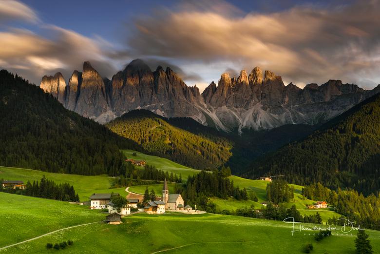 """Val di Funes - Even terug naar afgelopen zomer, wat was het mooi in de Dolomieten! Nagenieten tijdens deze grijze dagen. <img  src=""""/images/smileys/sm"""
