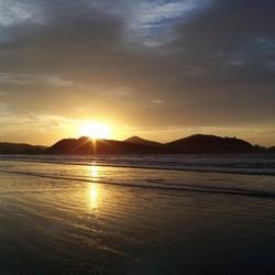 Zons opkomst in Caraguatatuba