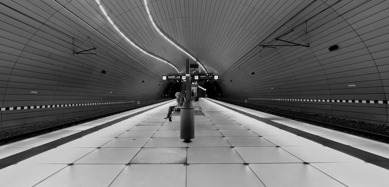 waiting - U-bahn duisburg/Lohringen, geweldige ondergrondse stations daar!!