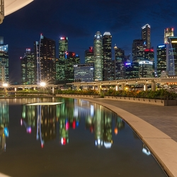 Reflectie skyline singapore