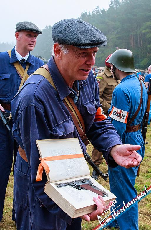 Misdaadroman - Verzetsstrijder op de Ginkelse heide tijdens de 70 jarige herdenking van Operatie Market Garden 2014