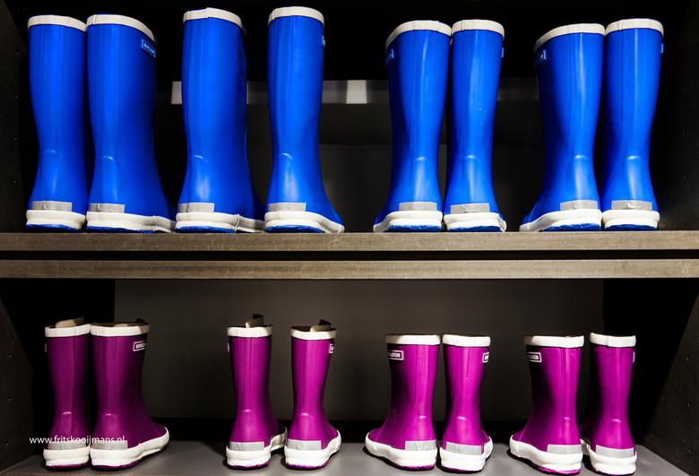 Laarzen in winkel op Vlieland - 201511280805 Laarzen in winkel op Vlieland