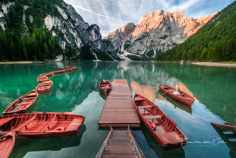 Morning Silence - Een prachtige morgen bij het Lago di Braies in de Dolomieten.