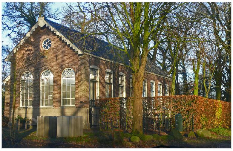 SCHOOLTJE IN EEN - Ergens  achteraf in EEn    zag ik dit oude schooltje . het wordt nu gebruikt als woonhuis.  gr Bets